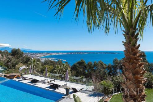 Maison de luxe à louer VALLAURIS, 550 m², 6 Chambres,