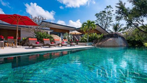 Дом класса люкс на продажу  Тайланд, 830 м², 5 Спальни, 1375819€