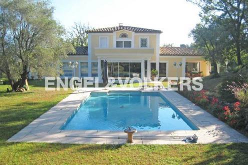 Вилла класса люкс на продажу  Вальбонн, 292 м², 5 Спальни, 1750000€
