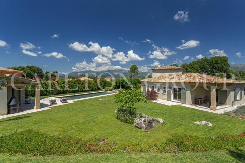 Maison de luxe à vendre ROQUEFORT LES PINS, 311 m², 5 Chambres, 1680000€
