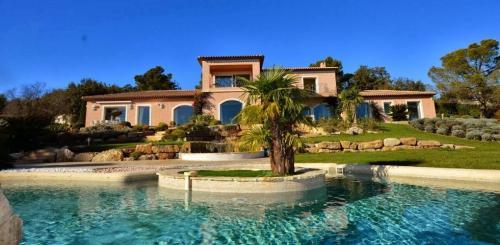 Maison de luxe à louer MOUGINS, 530 m², 6 Chambres,
