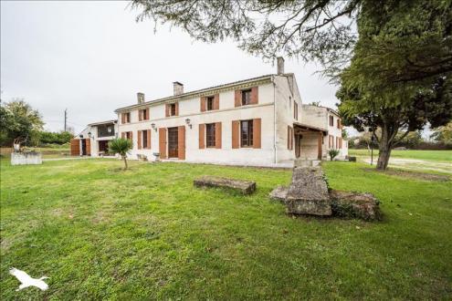 Maison de luxe à vendre SAINTES, 634 m², 8 Chambres, 679250€