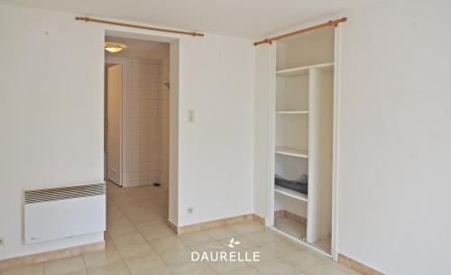 Luxury Apartment for rent CHATEAURENARD, 28 m², 1 Bedrooms, €425/month