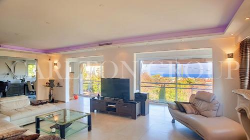 Вилла класса люкс на продажу  Антиб, 385 м², 7 Спальни, 1700000€