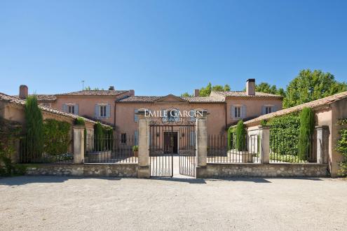 Maison de luxe à louer MOURIES, 800 m², 9 Chambres,