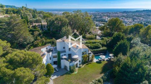 Luxury Villa for rent MOUGINS, 380 m², 6 Bedrooms