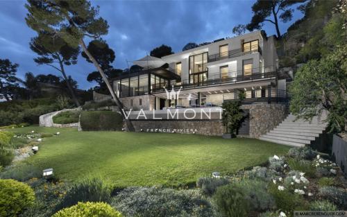 Luxury House for rent VILLEFRANCHE SUR MER, 290 m²,