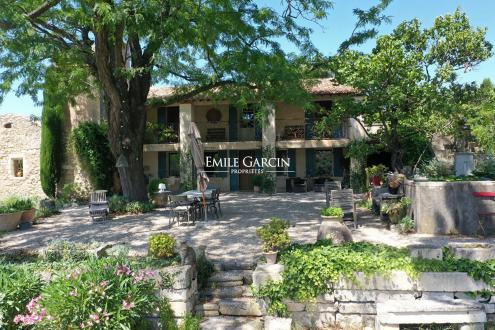 Maison de luxe à louer SAINT REMY DE PROVENCE, 250 m², 4 Chambres,