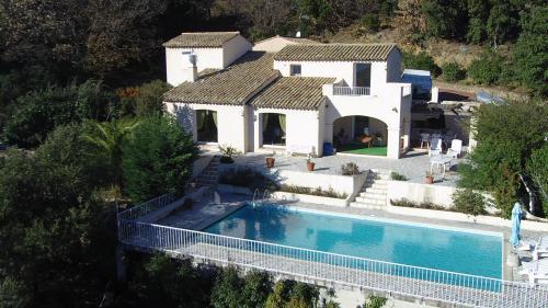 Дом класса люкс на продажу  Ла-Гард-Френе, 120 м², 3 Спальни, 950000€