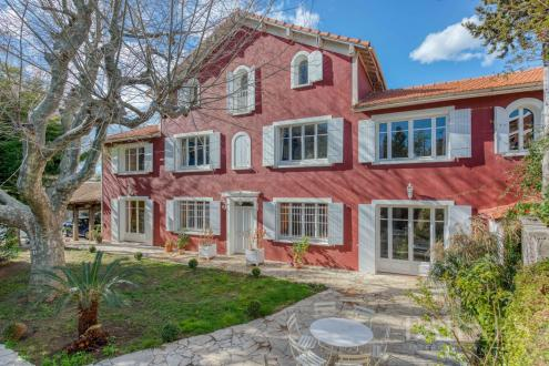 Maison de luxe à vendre MARSEILLE, 270 m², 7 Chambres, 1100000€