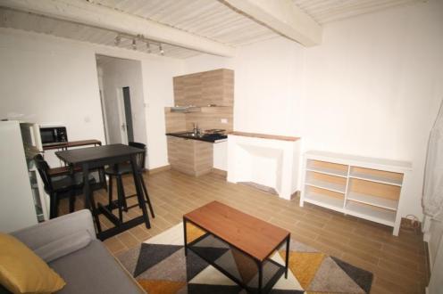 Luxe Appartement te huur OLLIOULES, 33 m², 1 Slaapkamers, 520€/maand