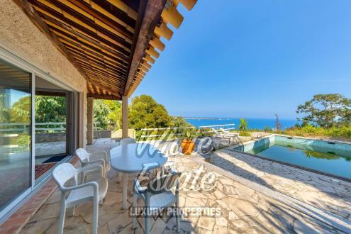Дом класса люкс на продажу  Валлорис, 220 м², 4 Спальни, 3600000€