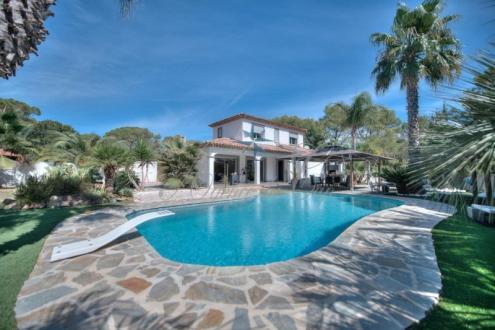 Maison de luxe à vendre FREJUS, 164 m², 3 Chambres, 892500€