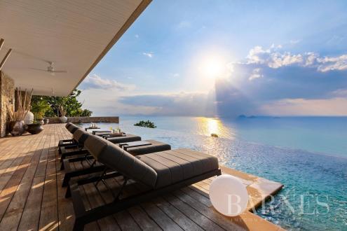 Дом класса люкс на продажу  Тайланд, 1350 м², 4 Спальни