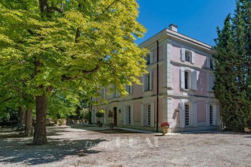 Castello/Maniero di lusso in vendita MORMOIRON, 800 m², 7 Camere, 2990000€