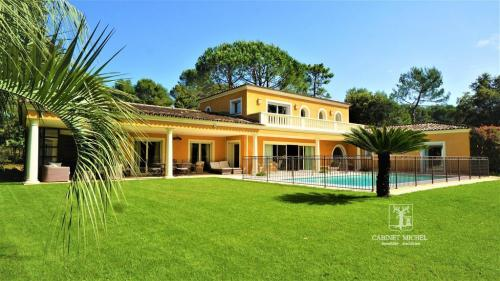 Villa de luxe à vendre ROQUEFORT LES PINS, 280 m², 6 Chambres, 1780000€