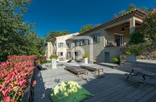 Дом класса люкс на продажу  Ла-Гард-Френе, 250 м², 5 Спальни, 798000€