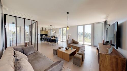 Villa de luxe à vendre MOUGINS, 200 m², 4 Chambres, 1950000€