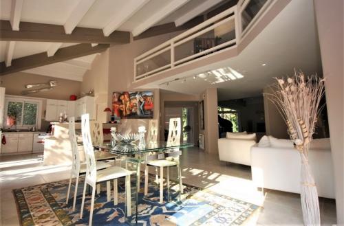 Luxury House for sale L'ISLE SUR LA SORGUE, 219 m², 3 Bedrooms, €662000