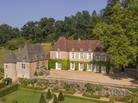 Château / Manoir de luxe à vendre SARLAT LA CANEDA, 650 m²
