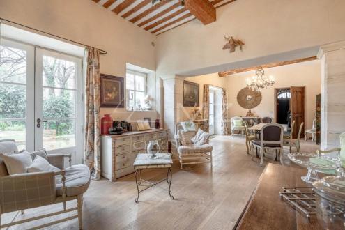 Особняк класса люкс на продажу  Л'Иль-Сюр-Ла-Сорг, 600 м², 7 Спальни, 2100000€