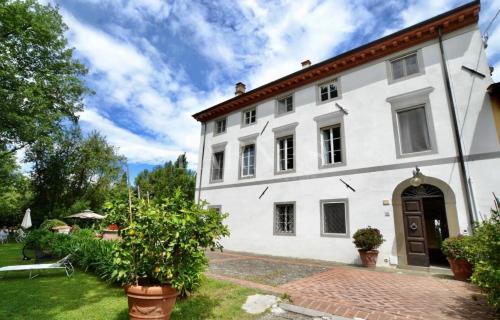 Luxus-Haus zu verkaufen CAPANNORI, 400 m², 9 Schlafzimmer, 700000€