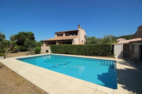 Casa di lusso in vendita SANARY SUR MER, 168 m², 6 Camere, 650000€