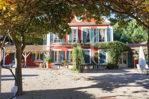 Luxus-Villa zu verkaufen CANNES, 400 m², 12 Schlafzimmer, 3385000€