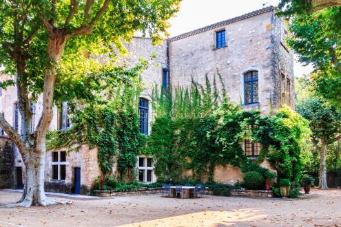 Château / Manoir de luxe à vendre UZES, 900 m², 7 Chambres, 2028000€