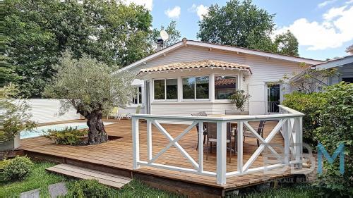 Дом класса люкс на продажу  Андернос-Ле-Бэн, 260 м², 5 Спальни, 988000€