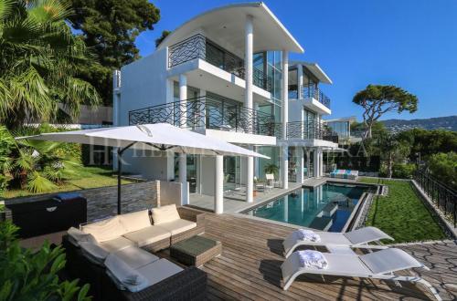 Maison de luxe à louer NICE, 200 m², 4 Chambres,
