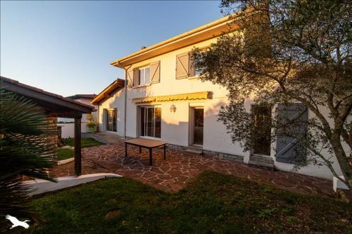 Дом класса люкс на продажу  Биарриц, 155 м², 4 Спальни, 800000€
