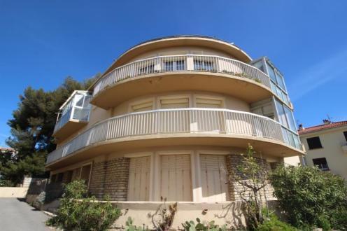 Квартира класса люкс в аренду Санари-Сюр-Мер, 58 м², 2 Спальни, 950€/месяц