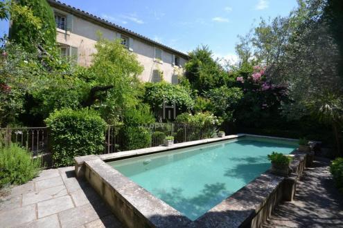 Propriété de luxe à vendre MAILLANE, 340 m², 6 Chambres, 1350000€