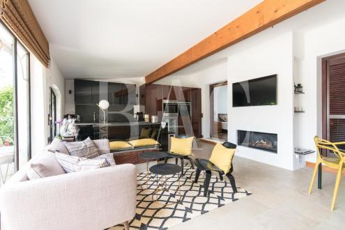 Дом класса люкс на продажу  Сен-Тропе, 77 м², 2 Спальни, 995000€
