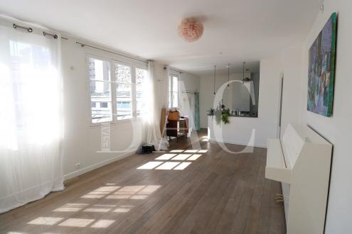 Квартира класса люкс на продажу  Париж 11ый, 80 м², 2 Спальни, 1220000€