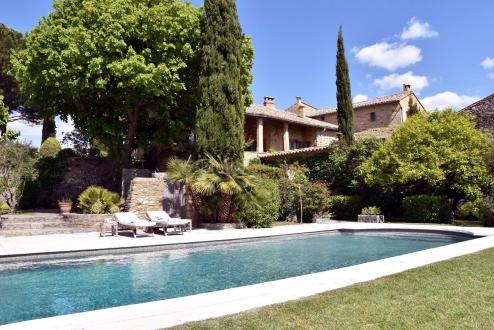 Maison de luxe à louer UZES, 350 m², 6 Chambres,