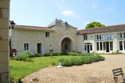 Maison de luxe à vendre SAUMUR, 320 m², 5 Chambres, 518000€