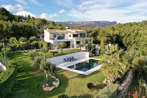 Villa de luxe à vendre CHATEAUNEUF DE GRASSE, 330 m², 5 Chambres, 2290000€