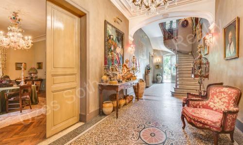 Luxe Herenhuis te koop NIMES, 450 m², 5 Slaapkamers, 1378000€