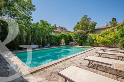 Maison de luxe à vendre EYGALIERES, 152 m², 3 Chambres, 1378000€
