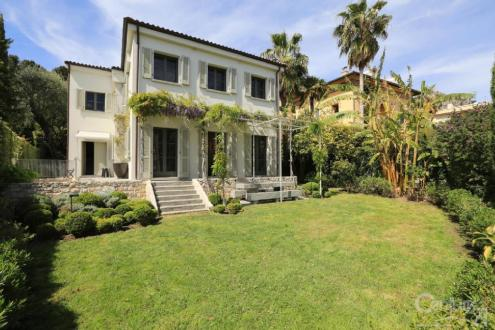 Дом класса люкс в аренду Больё-Сюр-Мер, 230 м², 3 Спальни, 14375€/месяц