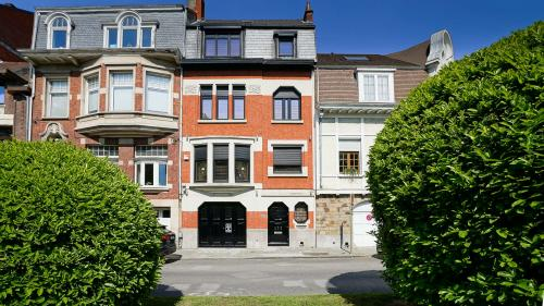 Особняк класса люкс на продажу  СХАРБЕК, 360 м², 4 Спальни, 1090000€