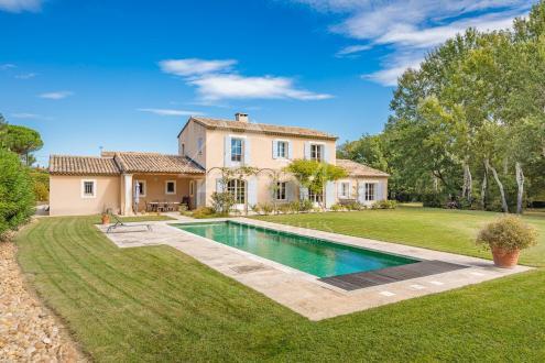 Дом класса люкс на продажу  Сен-Реми-Де-Прованс, 215 м², 4 Спальни, 1590000€