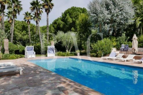 Вилла класса люкс на продажу  Сен-Тропе, 532 м², 9 Спальни, 7900000€
