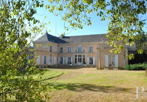 Château / Manoir de luxe à vendre POITIERS, 730 m², 8 Chambres, 1350000€