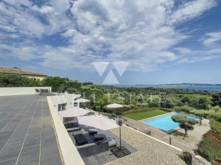 Дом класса люкс на продажу  Гримо, 250 м², 4 Спальни, 3500000€