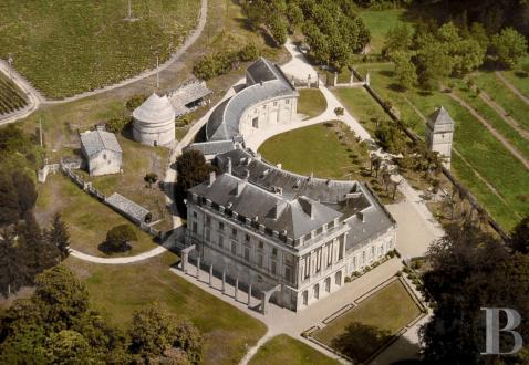 Виноградник / конный центр класса люкс на продажу  Бордо, 3000 м², 15 Спальни, 7504000€