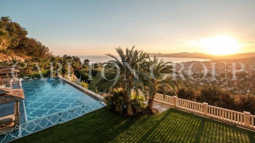 Maison de luxe à louer CANNES, 1600 m², 9 Chambres,