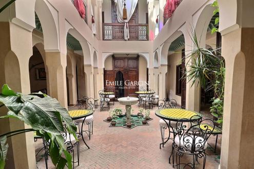 Дом класса люкс на продажу  Марракеш, 500 м², 6 Спальни, 340000€